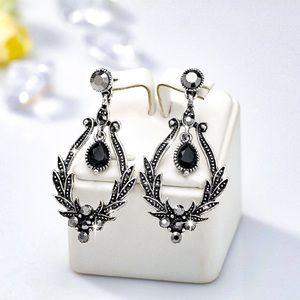 Jewelry - Antiqued Silver/Black/Crystal Vintage Look Earring